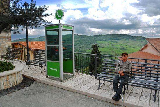 Pueblo sin internet pero con iconos sociales whatsapp