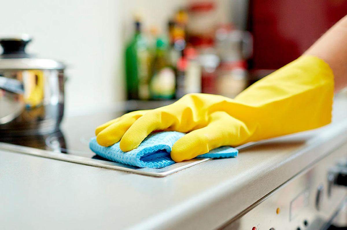 C mo limpiar la cocina y sus aparatos necesitas ayuda for Con que limpiar los armarios de la cocina